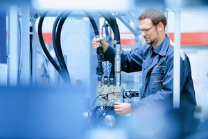 Whether for maintenance or engineering, Bosch Rexroth provides quality industrial hydraulics and mobile hydraulics training.