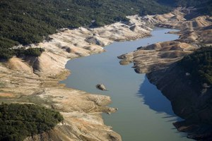 Lake Oroville, a key reservoir in the state's water delivery system, was at just 31% of capacity on Feb. 20, 2009.