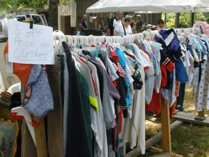 Display a clear price on all yard sale items and include a discount whenever possible, says professional organizer Donna Smallin.