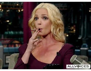 Katherine Heigl Puffing On an Electronic Cigarette