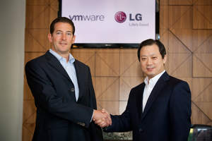 Dr. Stephen Herrod, CTO and Senior Vice President of R & D, VMware (left) and Ki S. Kim, Vice President of Global Enterprise Solutions at LG MC Company (right). (VMware)