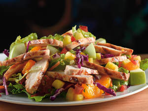 Paradise Chicken Salad (Weight Watchers PointsPlus value: 8): An island blend of pineapple, mandarin oranges, fresh apple chunks, pico de gallo and crisp greens, topped with slices of blackened grilled chicken and served with a cool balsamic vinaigrette.