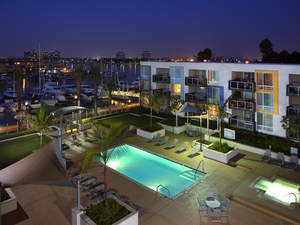 Waterfront luxury apartments in Marina del Rey