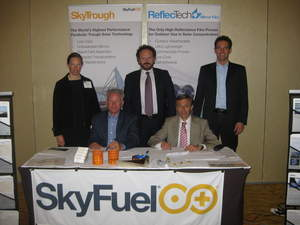 Representatives of SkyFuel and Termoindustriale sign distribution agreement for Italy during Menasol