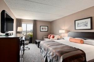 Wingate guest room