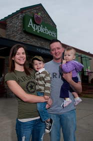 A family of four visits Applebee's, where on Veterans Day all veterans and active duty military will receive a free meal for the third consecutive year.