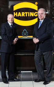 OMRON CEO presents award to Harting President.