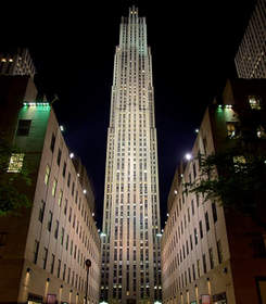 Escápese a Nueva York y disfrute de las compras en las mejores tiendas en la Quinta Avenida.