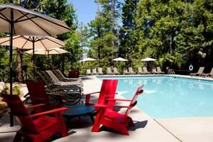 Evergreen Lodge at Yosemite pool area