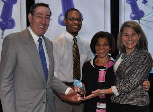 GMAC's Wilson presents TeamMBA Award to reps of William & Mary
