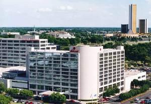 Tulsa Marriott reinvents hotel lobby, restaurant & bar in Tallgrass Prarie style.