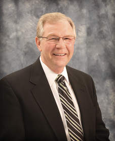 Keith Jandahl, Vice President of Insurance Operations at Hastings Mutual, announces retirement effective December 2012 after 35 years in the insurance industry.
