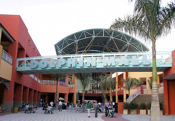 hotel cerca de dolphin mall