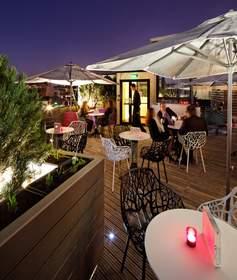 Terrace Bar in Boulogne Billancourt