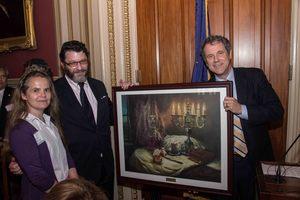 Senator Sherrod Brown presenting to honoree Daniel E. & Haddasah Kestenbaum