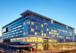 luxury airport hotel in Montreal