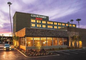 hotels near Warner Center Woodland Hills