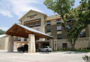Hotels near Canyon Lake