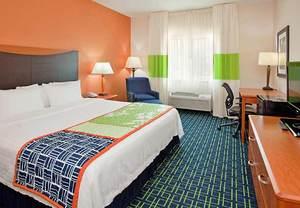 Hotels near Deerbrook Mall