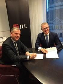 Daniel Gorosch, Managing Director of JLL Sweden on the right, with Erik Dellner, founder & CEO of Ne