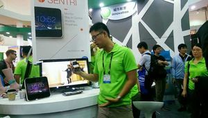 Yen Tung, Sentri's CEO and co-founder, demonstrating Sentri's simple, powerful, and beautiful monitoring solution at Computex Taipei