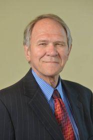 UCLA Extension Dean Wayne Smutz
