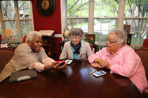 Seniors at Oakwood Common Demonstrate Tech Savvy Skills