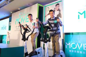 Roy Gori, President and Chief Executive Officer, Manulife Asia, and Pakho Chau, ManulifeMOVE Ambassador, at the ManulifeMOVE launch event