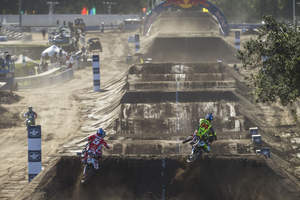 Ryan Dungey races Ken Roczen at Red Bull Straight Rhythm, a 1/2 mile supercross track with no turns. Photo Credit: Garth Milan, Red Bull Content Pool