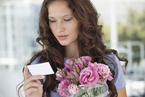 Woman reading a card with flowers