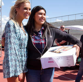 Kelsea Ballerini with Dinuba High School student.