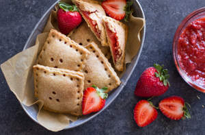 Whole Wheat Strawberry Rhubarb Fruit Pockets