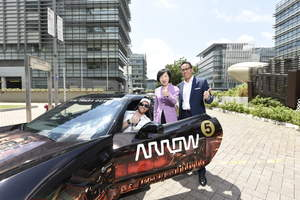 Simon Yu, president of Arrow's components business in Asia-Pacific (right) and Fanny Law Fan Chiu-fun, chairman of Hong Kong Science and Technology Parks Corporation (middle), in front of semi-autonomous motorcar (SAM).