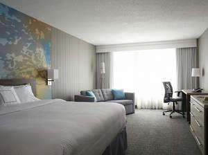 Hotels on Yonge Street Toronto