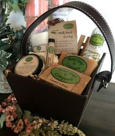 BendSoap.com offers the world's most natural toxin-free goat milk soaps, lotions, milk baths, deodorants, lip balms along with a variety of accessories sold individually as well as in Gift Sets.