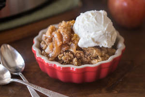 Slow Cooker Oatmeal Apple Cobbler