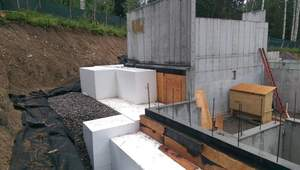 Light-weight and incredibly strong, ACH Foam's EPS Geofoam blocks solve a wide array of construction challenges.