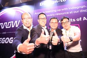 Simon Yu, president of Arrow's components business in the Asia-Pacific region took a group photo with the startup representatives and has shared his thoughts on the ideas from them and appreciated their innovative products.