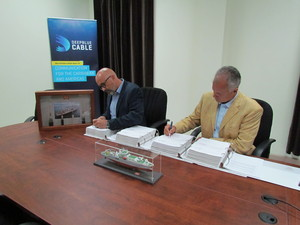 Deep Blue Cable and TE SubCom sign a deal to build a new fibre-optic subsea system connecting the Caribbean to the Americas. Photo: Stephen Scott, CEO of Deep Blue Cable, and Michael Rieger, VP of Sales & Business Development at TE SubCom.