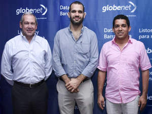 GlobeNet CEO Eduardo Falzoni alongside the Mayor of Puerto Colombia, Steimer Mantilla, and the State of Atlantico's Secretary of IT and Communications, Camilo Cepeda.