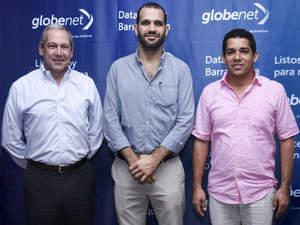 O CEO da GlobeNet Eduardo Falzoni, juntamente com o Prefeito de Puerto Colombia, Steimer Mantilla, e o Secretário de IT e Comunicações do Estado Atlântico, Camilo Cepeda.