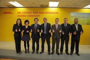 Ken Allen, CEO of DHL Express (middle) and Fred Lam, CEO, Airport Authority Hong Kong (third from left) with officiating guests (from left to right) Alaina Shum, General Manager, Aviation Logistics, Airport Authority Hong Kong; Cissy Chan, Executive Director, Commercial, Airport Authority Hong Kong; Ken Lee, CEO of DHL Express Asia Pacific; Sean Wall, Executive Vice President, Network Operations and Aviation, DHL Express Asia Pacific; and Tony Khan, General Manager, DHL Central Asia Hub
