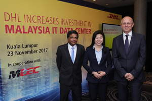(from left to right): Yogananthan S, Site Head of IT Services Cyberjaya, and VP Business Relations for IT Services, Asia Pacific, Deutsche Post DHL Group, Dato' Ng Wan Peng, Chief Operating Officer, Malaysia Digital Economy Corporation (MDEC), Alexander Pilař, Executive Vice President and Managing Director, IT Services, Deutsche Post DHL Group